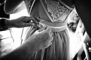 Brautkleid zuschnüren